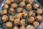 Recept Vyprážané mäsové guličky Köttbullar - IKEA so smotanovou omáčkou - mäsové guličky Köttbullar IKEA - príprava