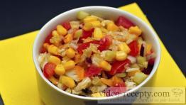 Zeleninový šalát s olivami a paradajkami