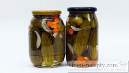 Sterilizované uhorky s cesnakom