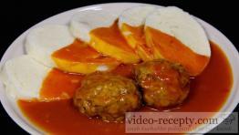 Mäsové kelové knedličky s paradajkovou omáčkou
