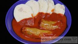 Rýchle masové ryžovo-kelové plnené papriky s paradajkovou omáčkou