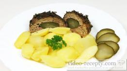 Mäsové gule so sójou plnené údeninou a uhorkou