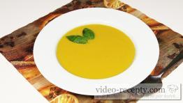 Tekvicová polievka s bazalkou