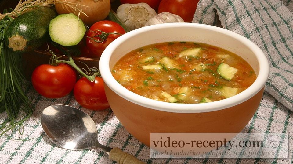 Provensálska paradajková polievka s cuketou